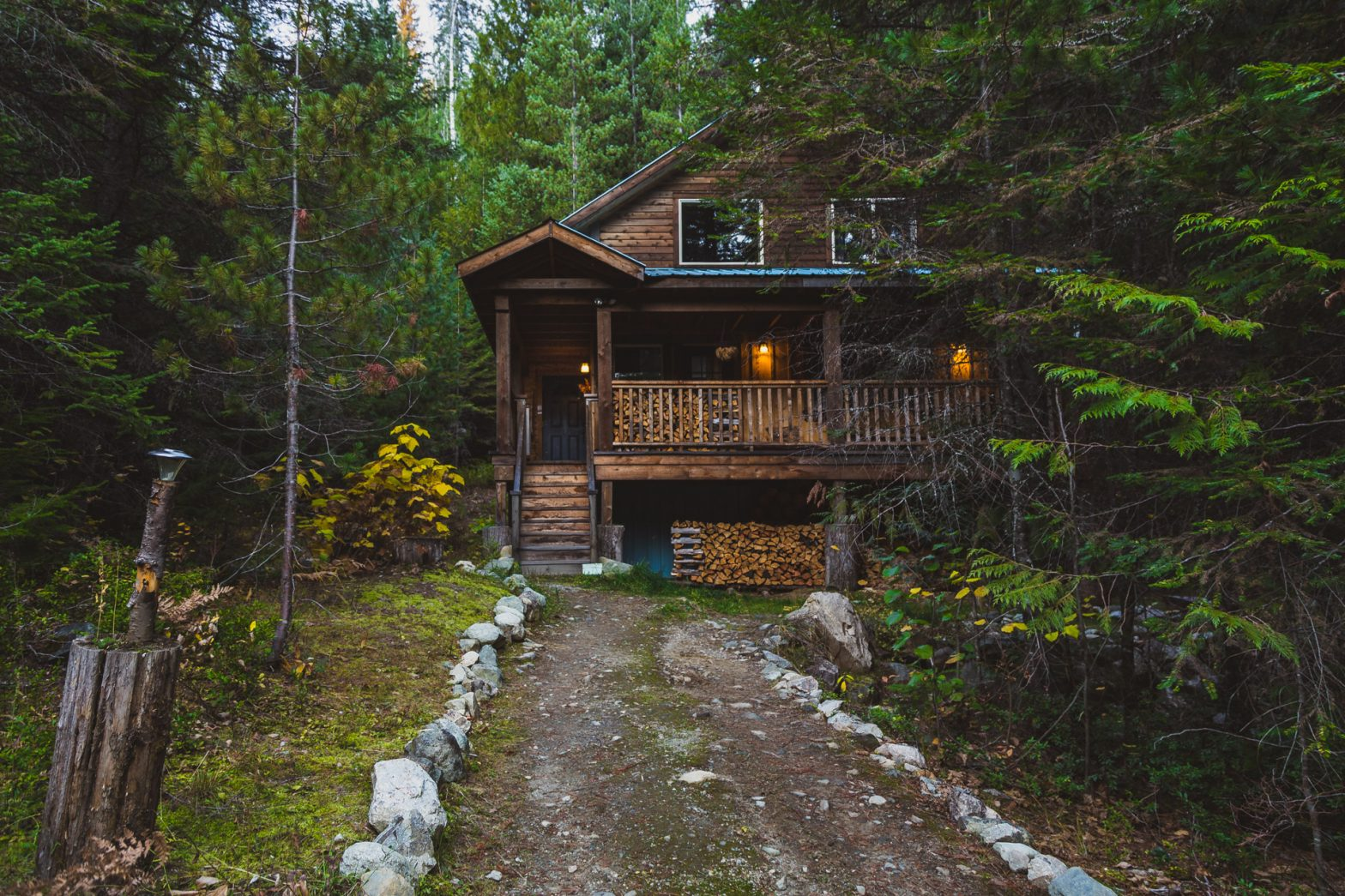 11 cabins in the woods to live a horror movie … or a romantic